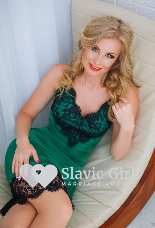Dating Ukrainian women and cute slavic girls.